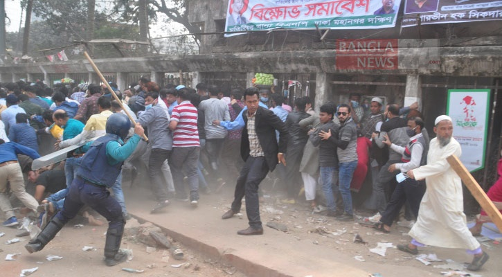 Police charge baton on BNP rally at Press Club