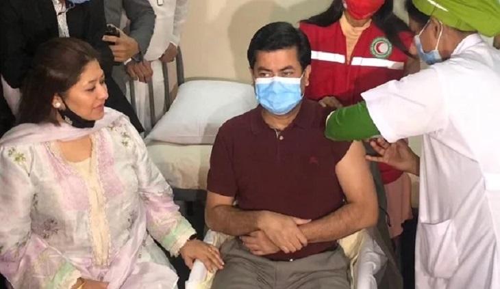 Taposh receives corona vaccine