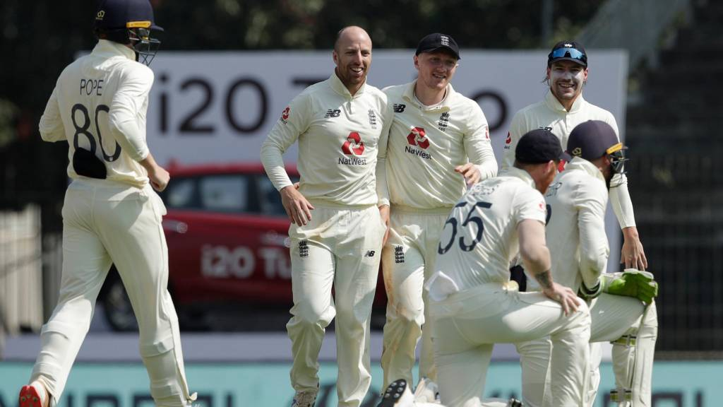 England dismiss India for 329 in second Test
