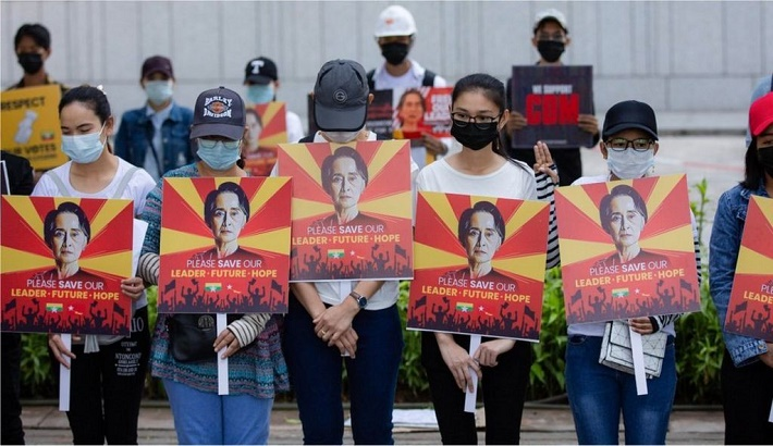 Myanmar coup: Fear and defiance at night-time arrests