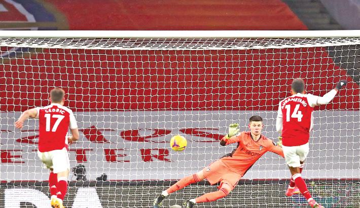 Lukaku double takes Inter top; Man Utd lose points again Agencies