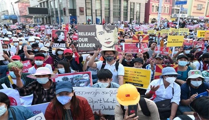 Myanmar coup: Mass protests defy military and gridlock Yangon