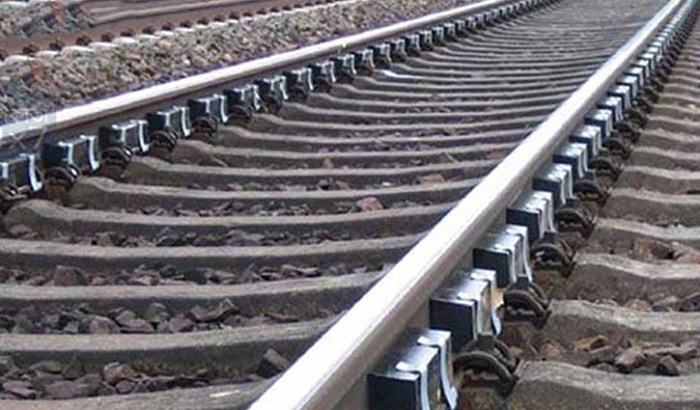 Man 'commits suicide' jumping before train in Khulna