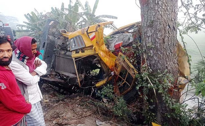 2 killed in Gopalganj road crash