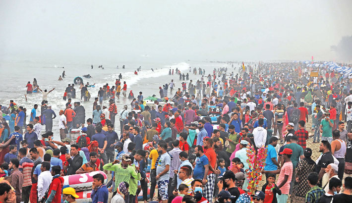 Tourist spots bustling with holidaymakers
