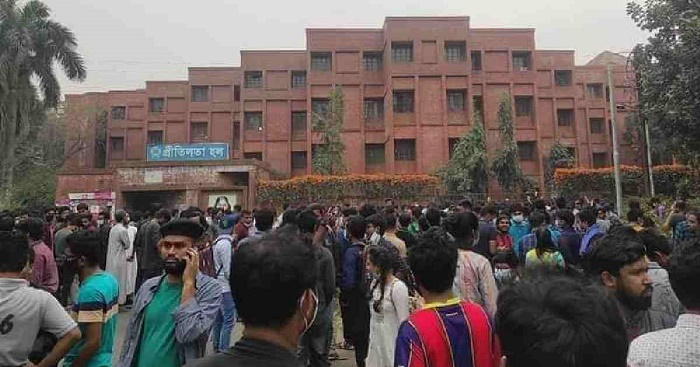 JU students continue demo demanding hall reopening