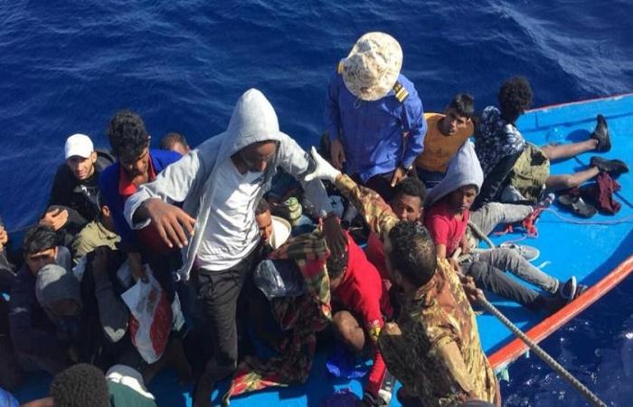 Italy coastguard seeks survivors after migrant shipwreck
