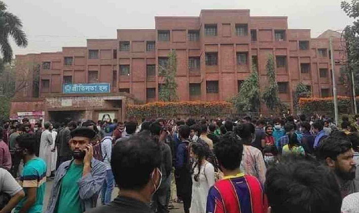 Tensions mount at JU, demo continues defying authorities' order
