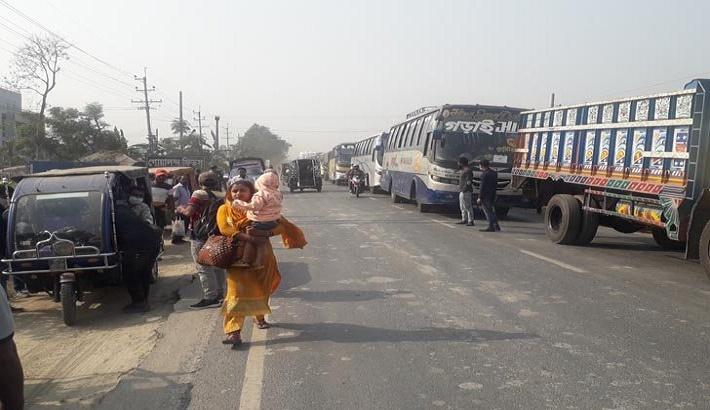 Hundreds of vehicles stranded at Paturia, Daulatdia