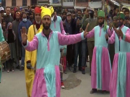 Two-day winter carnival at JK's Pahalgam pulls huge crowd