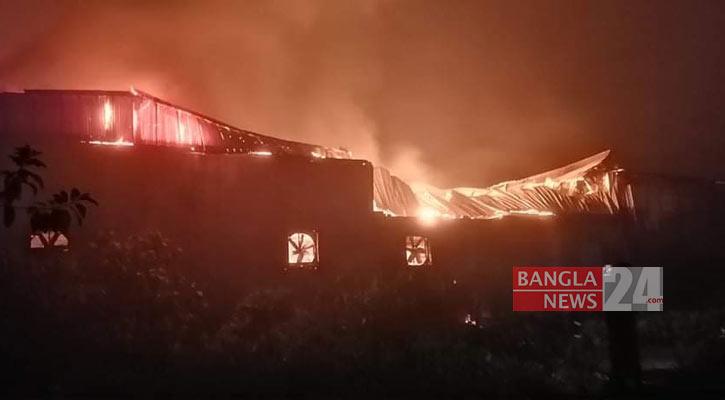 Fire guts food factory in Feni