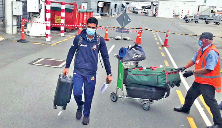 Mahmudullah is seen carrying his luggage after arriving in Christchurch