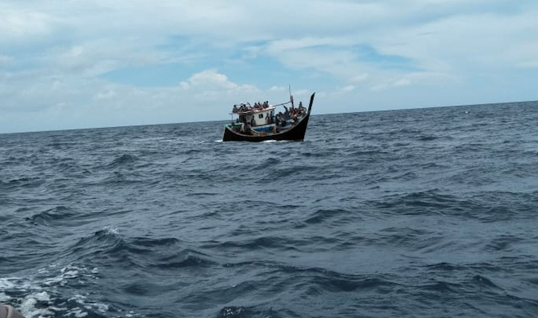 Bangladesh rejects BBC report on floating Rohingya boat