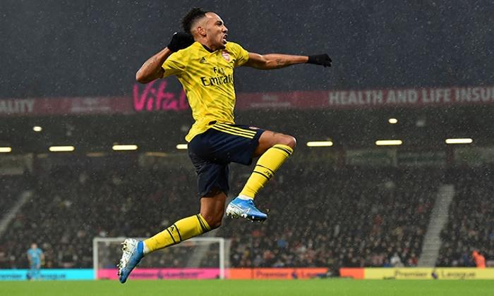 Aubameyang sends Arsenal into Europa League last 16 as Rangers advance