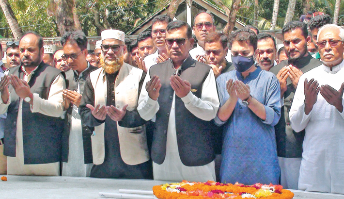 Newly-elected Tungipara Paurashava Mayor offers prayers at the grave of Bangabandhu Sheikh Mujibur Rahman