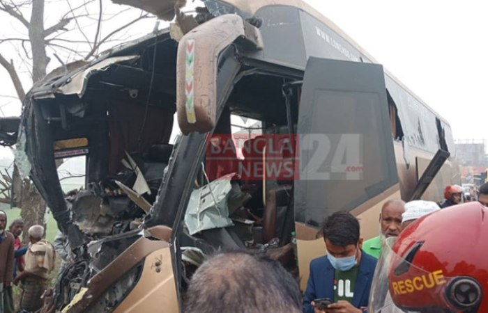 7 killed as two buses collide in Sylhet