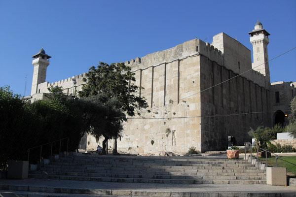 Israel bans Muslim call to prayer at  Ibrahimi Mosque