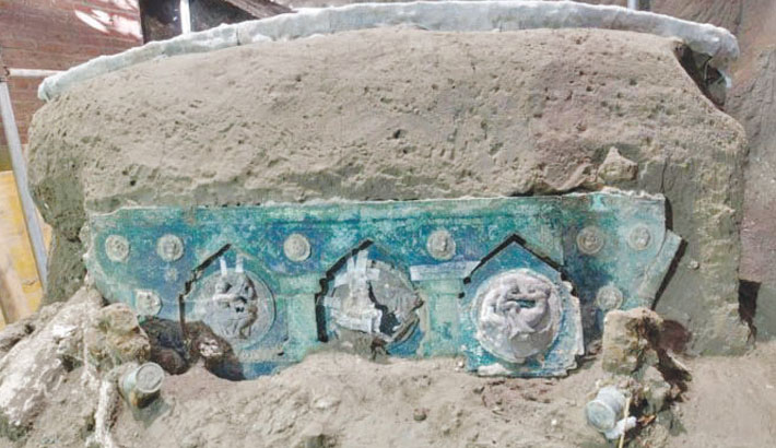 Ancient ceremonial carriage found near Pompeii