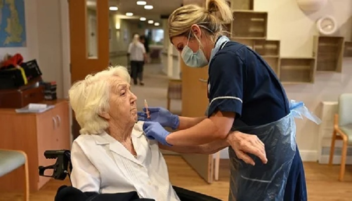 Pfizer and AZ Covid jabs 'highly effective' in elderly: UK study