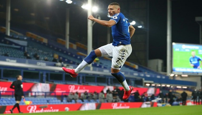 Richarlison strikes to boost Everton's top-four bid