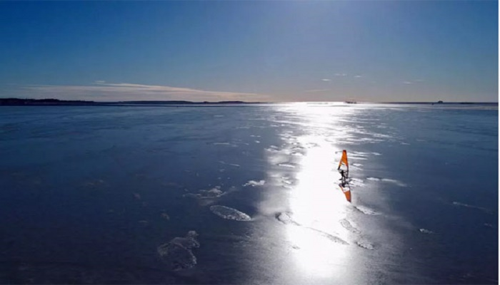 Ice surfers carve up Finland's frozen sea