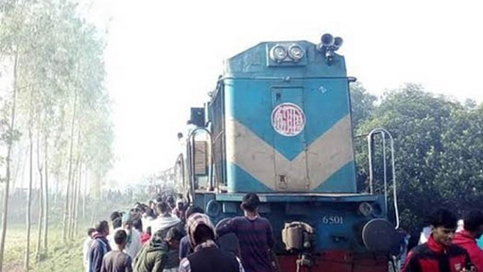 Commuters stage demo halting Dhaka's rail link with northern dists