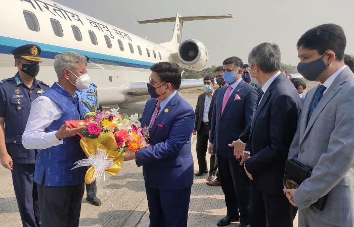 Jaishankar arrives in Dhaka