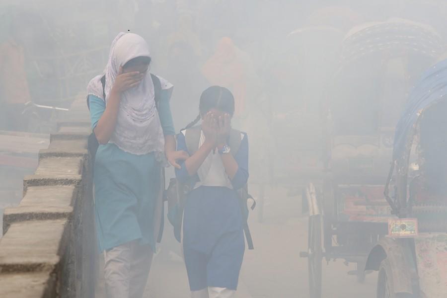 Dhaka's air quality remains 'unhealthy'