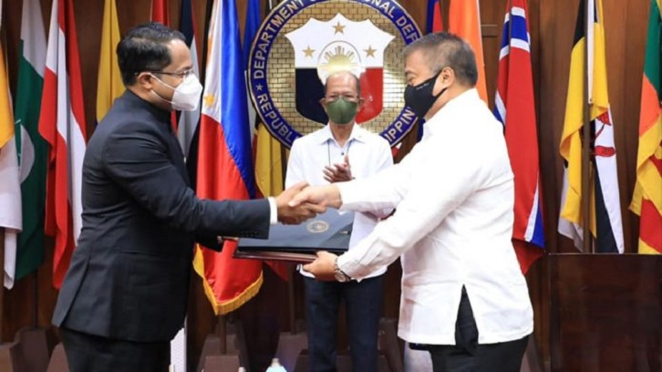 India, Philippines sign key defence pact, set ball rolling for BrahMos missile sale