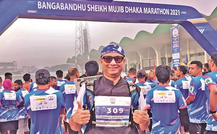 Sadrul runs wearing 'Mujib Coat' to pay tribute Bangabandhu