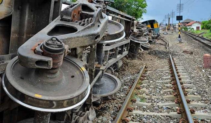 Train-trolley collision snaps rail communication in Kushtia