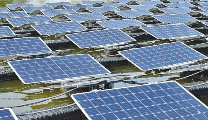 S'pore builds floating solar farms in climate fight