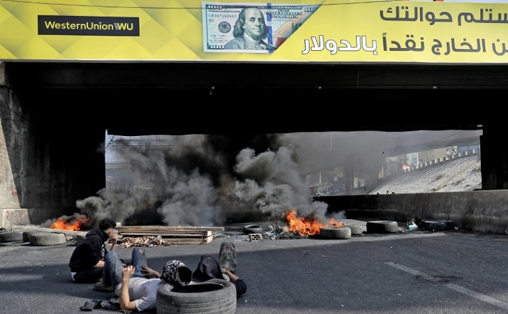 Lebanese block roads in protest at poverty, political inaction