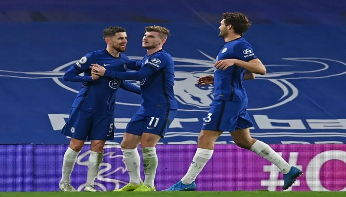 Chelsea cruise, West Ham win as top four race hots up