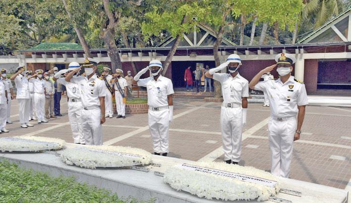 Indian Navy team pays homage to Bangabandhu
