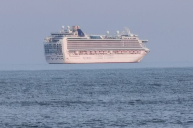 Ship captured 'floating in the sky' in bizarre optical illusion photo