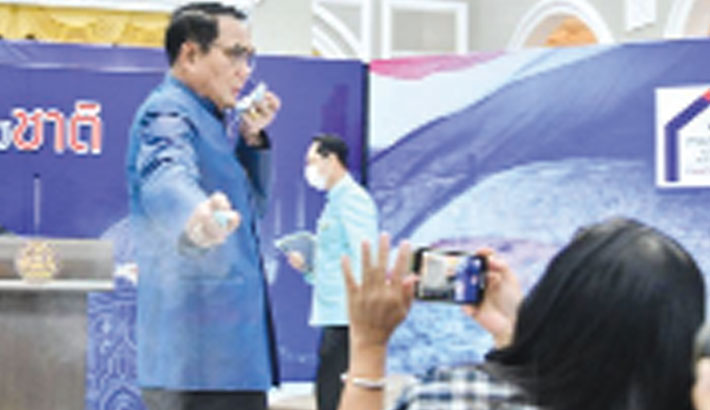 Thai PM sprays sanitiser on journalists