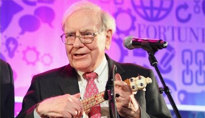 Warren Buffett finally joins exclusive $100bn club