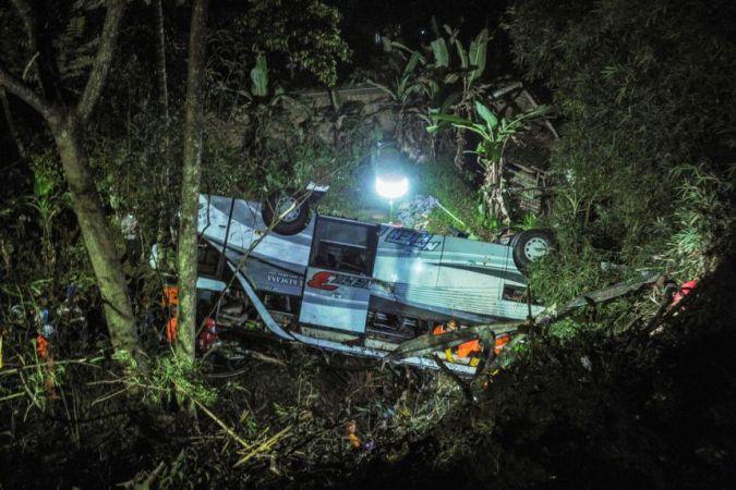 Indonesia bus plunge kills 27 pilgrims