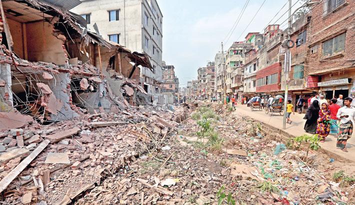 Piles of rubble have been dumped into Kajlarpar Khal