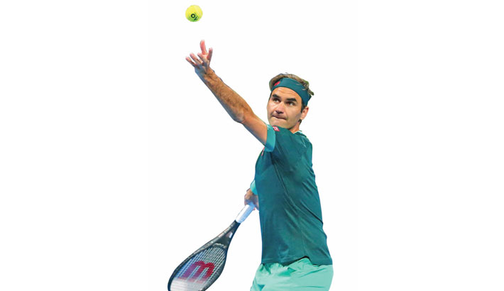 Federer makes winning return