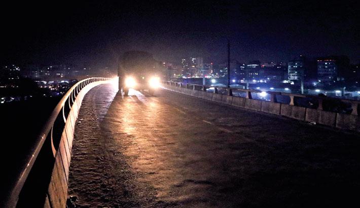 Flyovers, footbridges unsafe at night