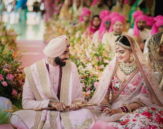 Jasprit Bumrah marries TV presenter Sanjana Ganesan