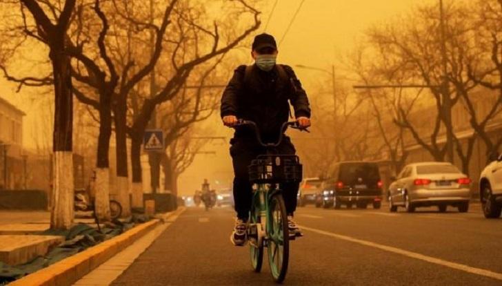 Biggest sandstorm in decade turns Beijing skies yellow