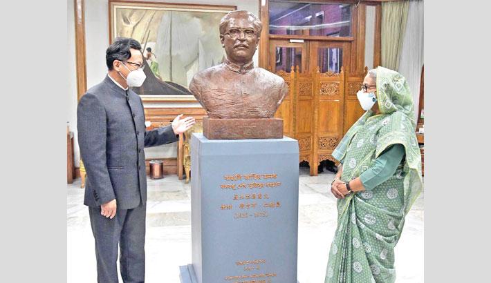 Chinese Embassy presents Bangabandhu's mural to PM
