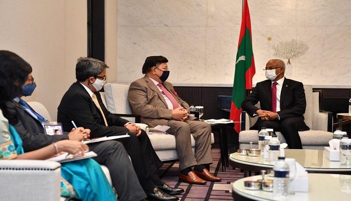 FM Abdul Momen pays courtesy call on visiting Maldivian President