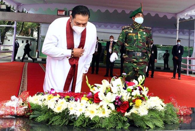 Sri Lankan PM Mahinda Rajapaksa pays tributes to Bangabandhu