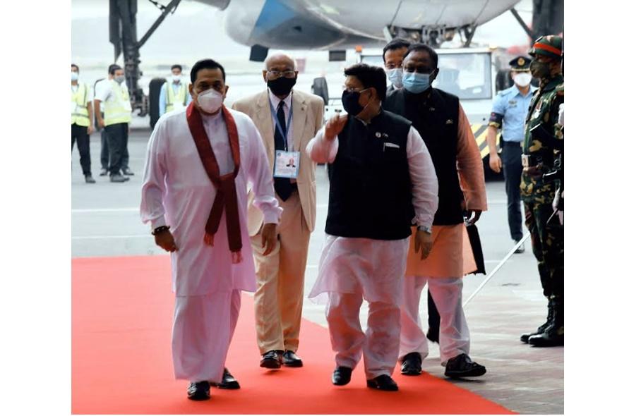 Sri Lanka PM Mahinda Rajapaksa leaves Dhaka for home
