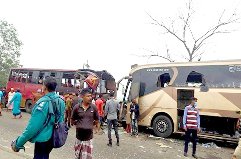 4 killed as 2 buses collide in Bogura