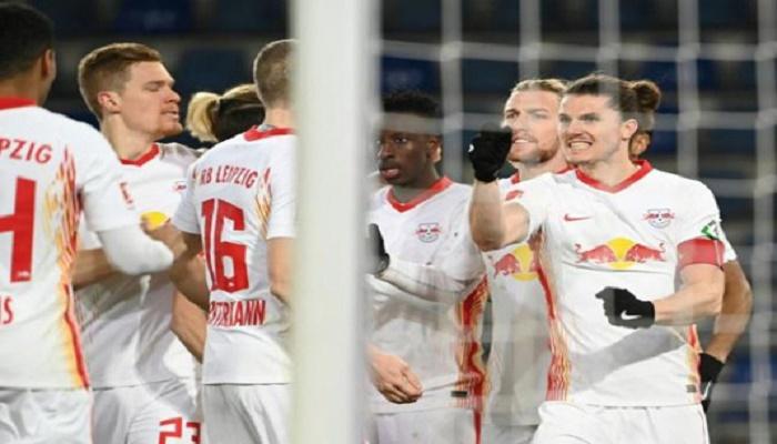 Sabitzer strikes as Leipzig keep pressure on Bayern